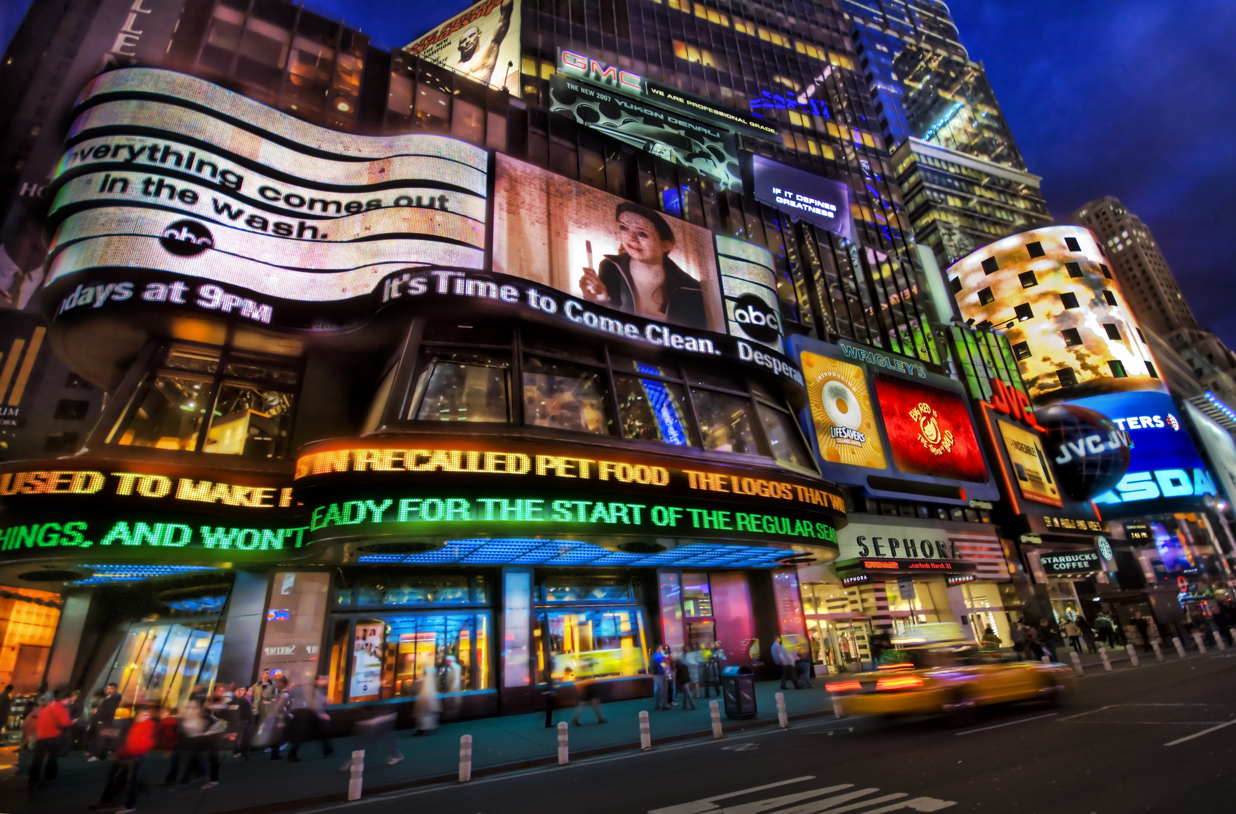 Crédit: Trey Ratcliff An Electric Night in Times Square - Flickr, Creative Commons